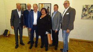 Von links nach rechts: Mag. Leo Faltus, Dr. Hans Angerer, Bereichsleiterin Christine Kastner, Stadtrat KR Prof. Helmut Mayer, 1. Vorsitzender und Schulleiter Wolfgang Müllner