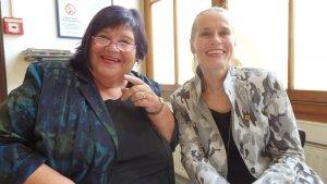 VHS Bereichsleiterin Christine Kastner und GR Petra Breith (v.l.n.r.) sprachen zur Eröffnung
